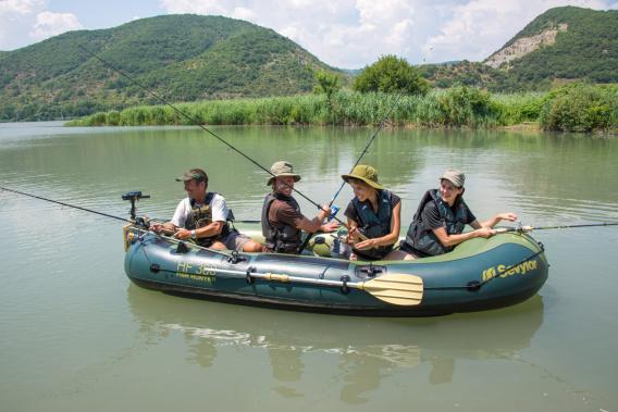 Inflatable boats sevylor fish hunter hf 360 p j ovna for Sevylor fish hunter 360